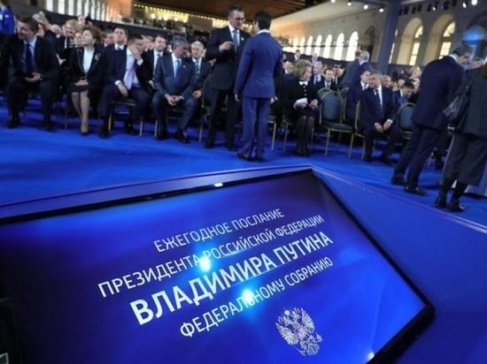 Послание и посланцы  Россия образца 2020 года – огромная, разноликая, разновекторная, укрепившая и расширившая границы, справившаяся с сепаратизмом и террором на Кавказе, прекратившая казавшуюся беспросветной восьмилетнюю войну в Сирии, но вместе с тем до сих пор находящаяся на 60-м месте по ВВП среди мировых экономик и, по данным собственной же Счетной палаты, имеющая чиновников, которые каждую минуту уводят из кармана государства в свой собственный, аж, по полмиллиона рублей