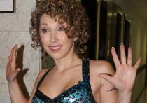 Каблуки и скользкий пол стали причиной травмирования Елены Воробей на концерте в подмосковном Ногинске