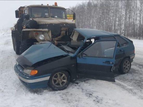В Башкирии столкнулись грузовик и легковушка – есть пострадавшие