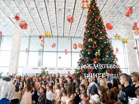 Более 1000 детей посетили Рождественскую архиерейскую елку в Волгограде