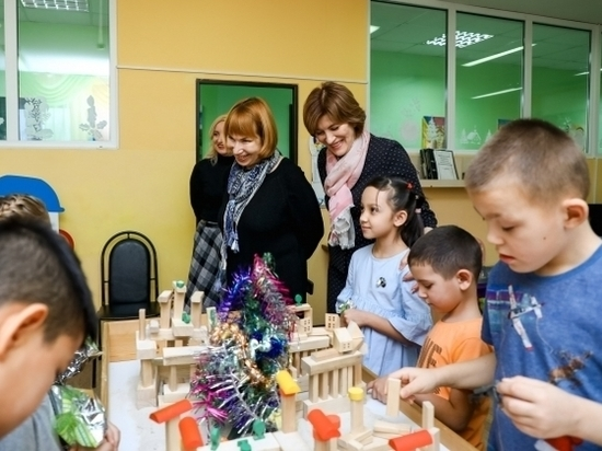 В волгоградских соцучреждениях детям подарили новогоднюю сказку и подарки