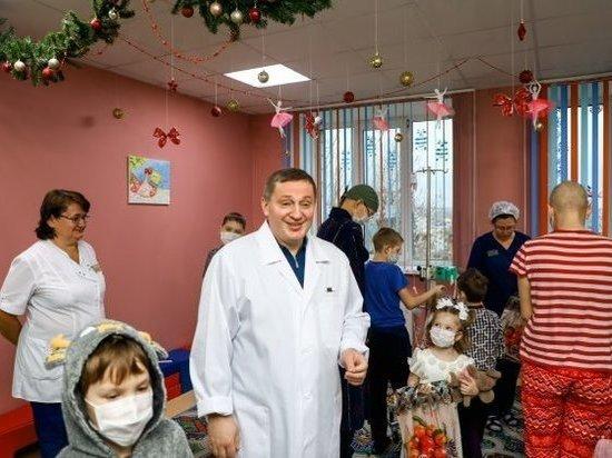В первый день нового года Бочаров навестил пациентов онкодиспансера