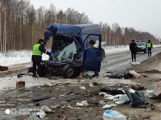 Водитель фургона погиб при столкновении с грузовиком в Чувашии
