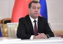 Ушедший в отставку премьер-министр Дмитрий Медведев в ходе встречи со своим преемником Михаилом Мишустиным и членами уходящего кабинета министров заявил, что в целом доволен работой коллег за прошедшие годы