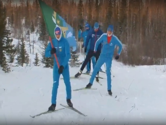 Жители Аксарки пробежали на лыжах 10 км в поддержку шахматистки Горячкиной