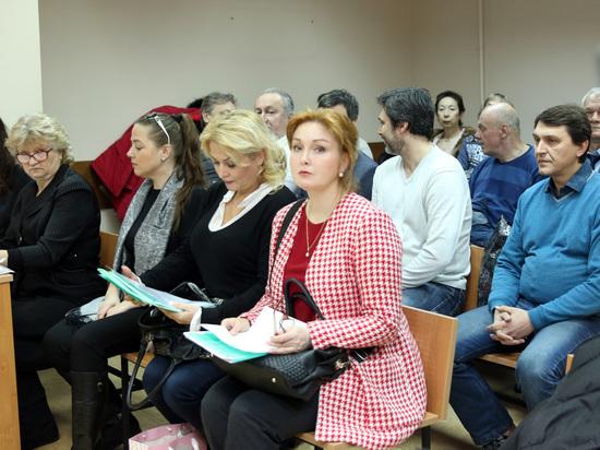 Артисты судятся с худруком МХАТа: процесс начался с эвакуации