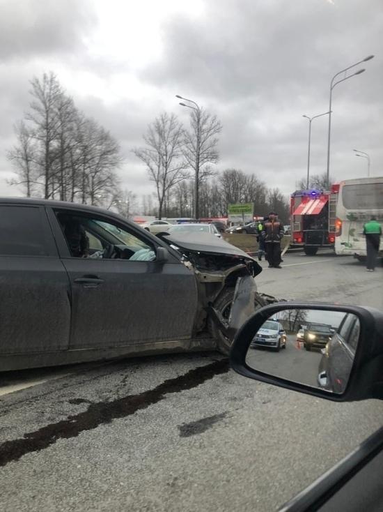 В ДТП на Пулковском шоссе пострадали семь человек