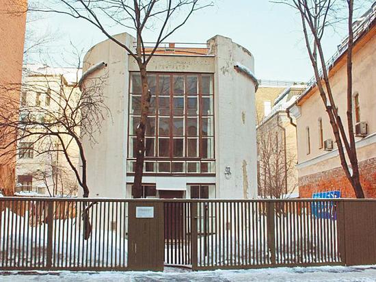Легендарный московский дом пошел трещинами