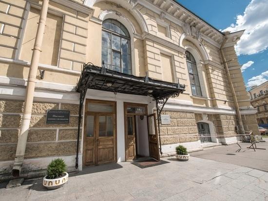 В Петербурге разгорается скандал -  объединяют академический институт  с вузом