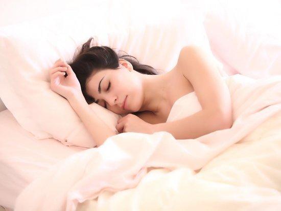 Врач рассказала об опасных привычках перед сном