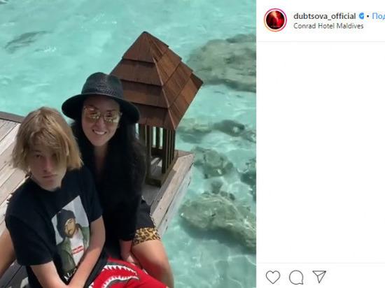 Ирина Дубцова рассказала подписчикам, как кормит акул на Мальдивах