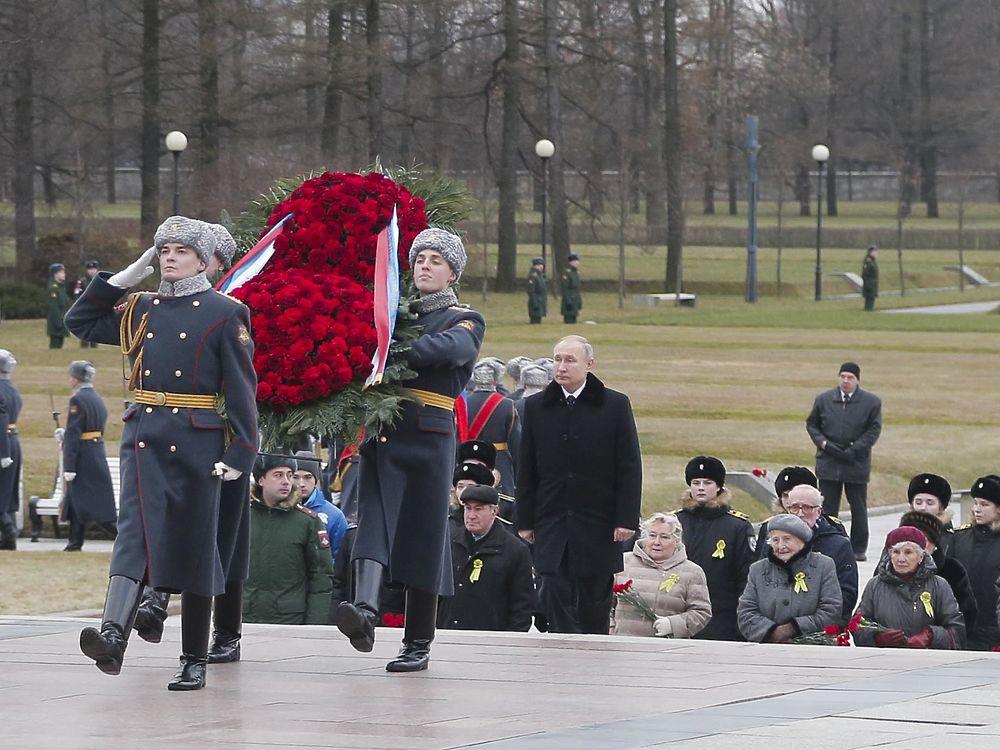 Путин в Петербурге слетал на вертолете почтить память жертв Блокады
