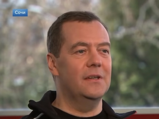 Медведев назвал нерешенные задачи своего правительства