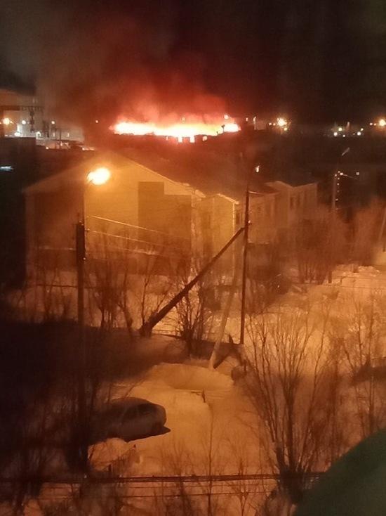 Двухэтажный жилой дом сгорел в Новом Уренгое