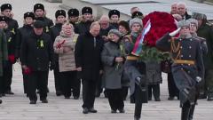 Путин возложил цветы к могиле погибшего во время войны брата