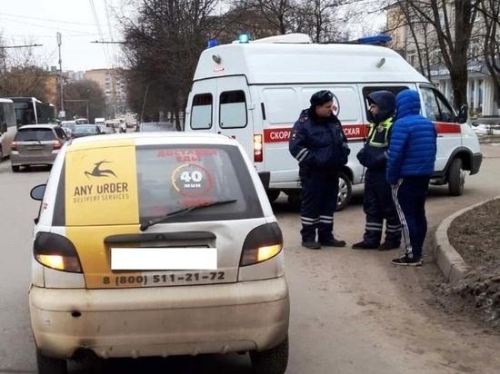 В Калуге доставщик еды сбил пешехода