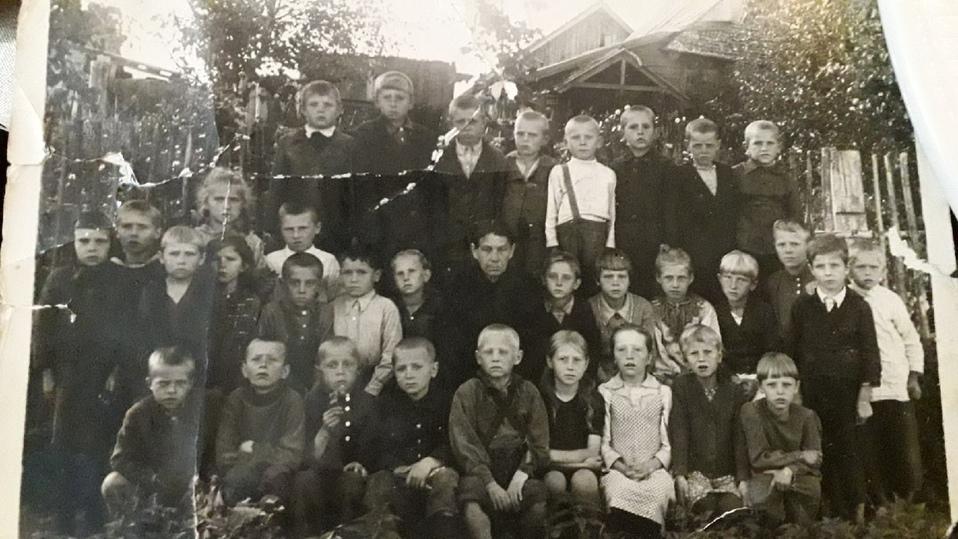 В Оленино Тверской области опубликовали раритетную фотографию второклассников