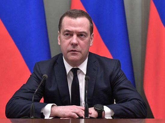 Опубликовано видео разговора Медведева с Мишустиным перед встречей с Путиным