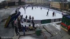 Упавшие декоративные ворота на площади Кирова придавили петрозаводчанку