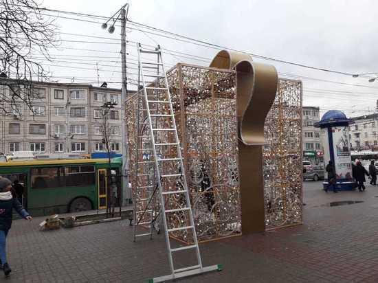 В Калуге начали убирать новогодние украшения