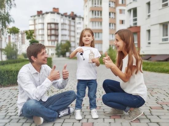 Семьи с детьми ищут в Петербурге новостройки с закрытыми и красивыми дворами