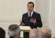 Медведев совершил политический каминг-аут: правительство ушло, чтобы не мешать президенту