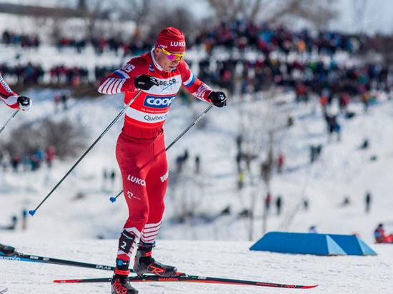 Российский лыжник Большунов сделал золотой дубль на этапе Кубка мира