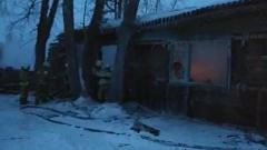 В Томской области сгорело общежитие с рабочими: видео