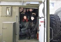 Спецотряд УМВД Забайкалья посадил студентов за руль бронеавтомобиля