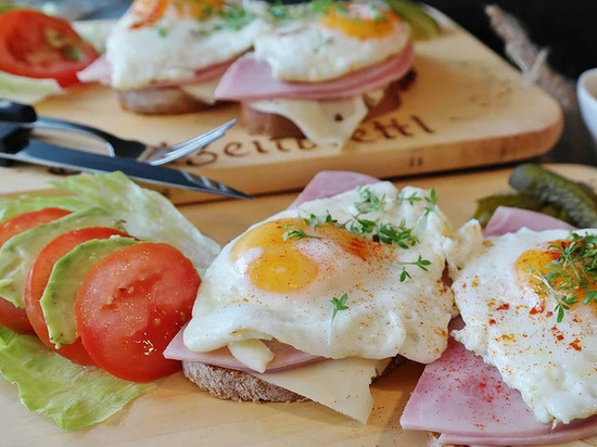 Какой завтрак активно сжигает жир, рассказала диетолог