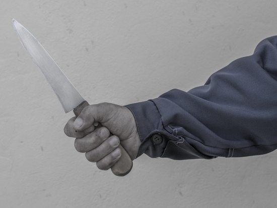 В Туле буйный покупатель бил ножом бутылки с алкоголем
