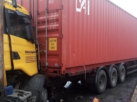 В Тверской области из-за аварии на М-11 затруднено движение в сторону Москвы