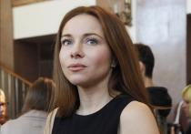 Актриса Екатерина Гусева вышла на сцену без юбки