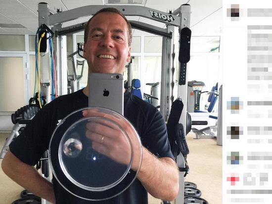 Медведев отписался от правительства в инстаграме