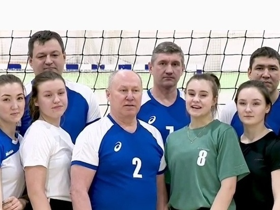 Глава Тазовского района сыграл в волейбол в поддержку Горячкиной