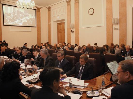 Поправки в Конституцию: депутаты предложили усилить роль Госдумы