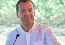 Бывший глава правительства России Дмитрий Медведев разместил на своей странице ВКонтакте поздравление в адрес членов нового кабинета министров