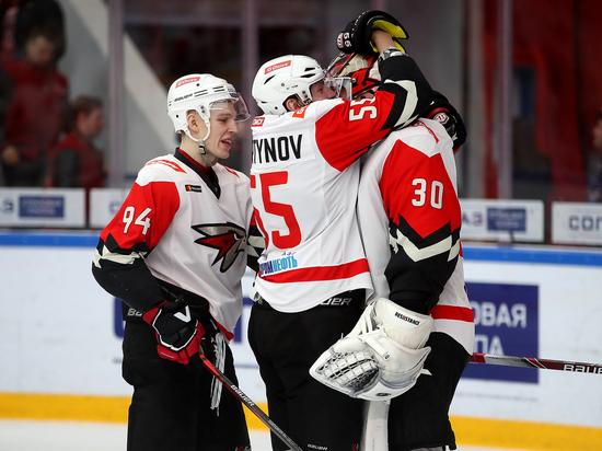 Омский «Авангард» одержал пятую победу подряд, потеряв 2 защитников