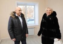Сергей Сокол вручил пострадавшим от наводнения ключи от домов в новом микрорайоне в Черемхово