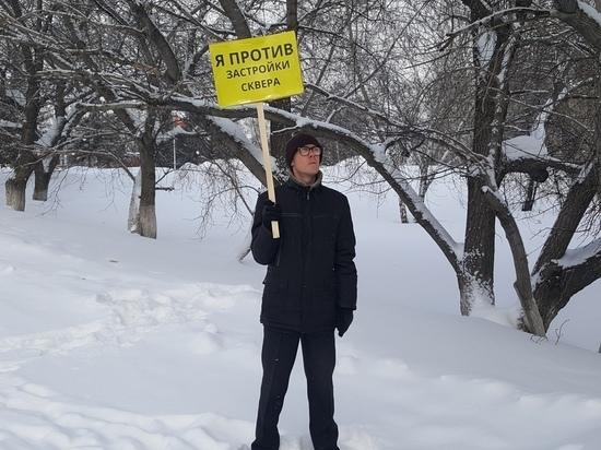 Ученый Данил Дегтярев вышел с одиночным пикетом против стройки корпуса АГУ