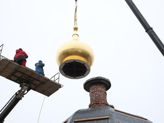Купола восстановленного храма освятили в нижегородском кремле
