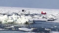 Появилось видео спасения унесенных в море рыбаков на Сахалине