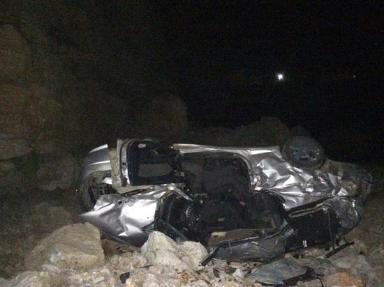 При падении машины в обрыв в Дагестане погибли три человека