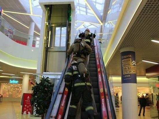 8 пожарных расчетов работали в крупном тульском торговом центре