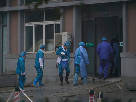 Одышка и интоксикация: врачи рассказали о симптомах смертельного коронавируса