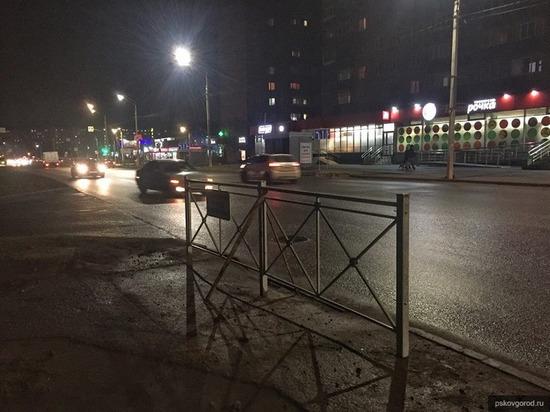 УГХ объяснило, зачем убрали пешеходный переход с Коммунальной