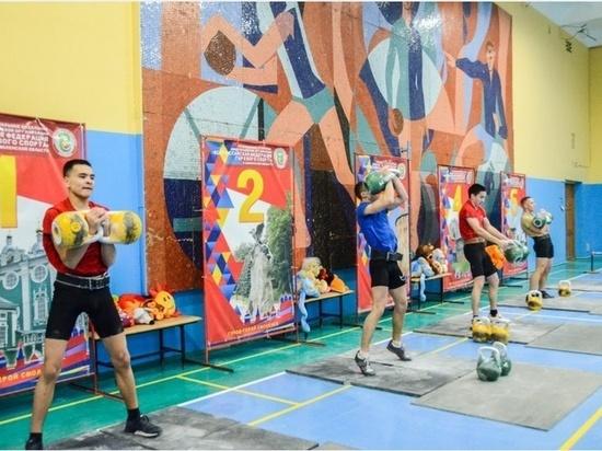 В Смоленске прошли соревнования по гиревому спорту