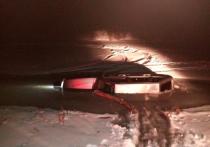 Полицейские спасли саратовца из тонущей машины