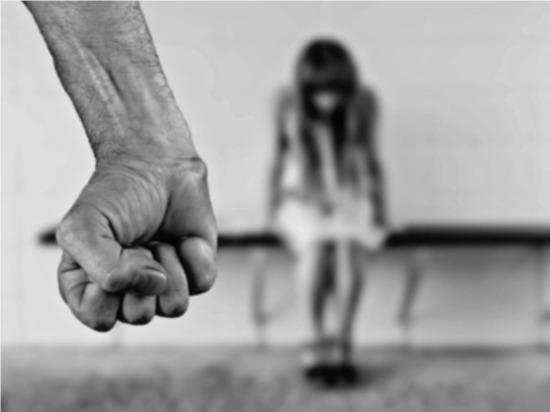 Омский отец-одиночка насиловал двух дочерей