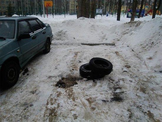 В Ярославле появился похититель покрышек